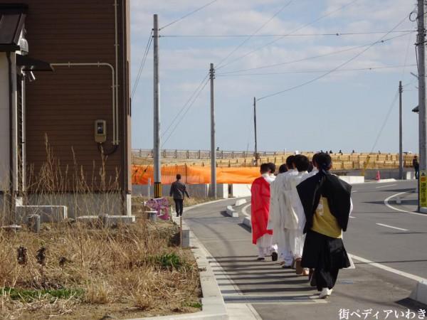 福島県いわき市久之浜・大久地区で東日本大地震の追悼花供養1