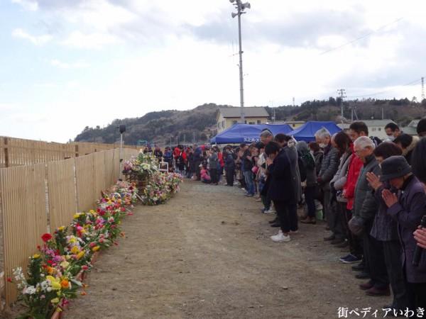福島県いわき市久之浜・大久地区で東日本大地震の追悼花供養3